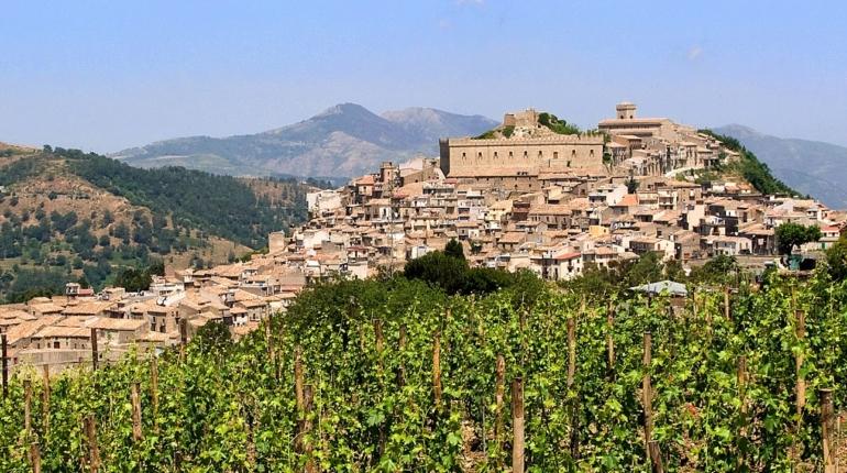 Montalbano Elicona: fascino medievale e naturale