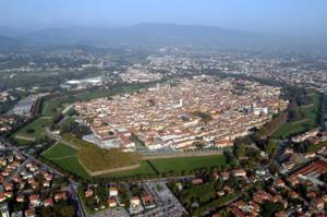 Lucca-300x199 Alla scoperta dei borghi toscani 1