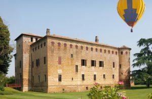 in-volo-sui-castelli-in-mongolfiera-2-300x196 In volo sui Castelli in mongolfiera