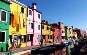 lisola-di-burano-gondole-merletti-e-case-colorate-2-300x191 L'isola di Burano: gondole, merletti e case colorate 2