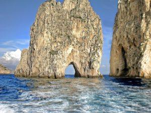 visitare-capri-isola-turistica-incontaminata-300x225 Visitare Capri: isola turistica incontaminata